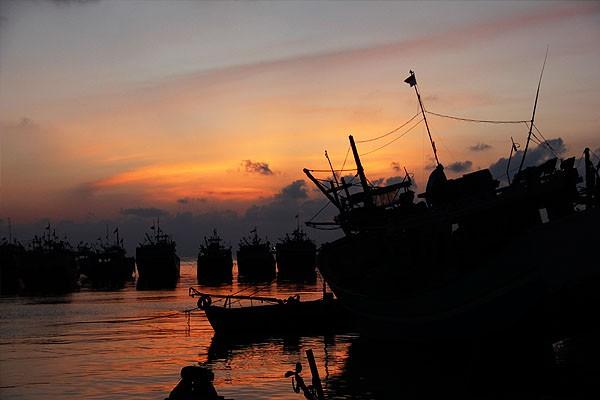 Libur Panjang Jawa Tengah Wajib Pantai Bonang Siluet Kapal Beristirahat