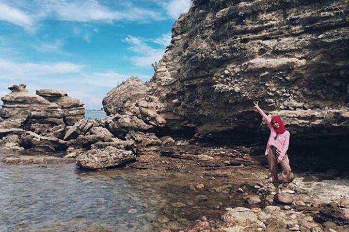 Pesona Pantai Jatisari Sluke Tanah Lot Rembang Tukang Info Binangun