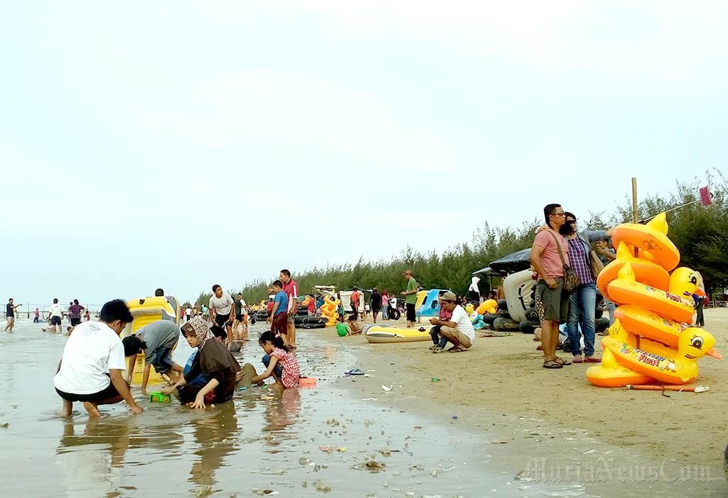 Wisata Rembang Murianewscom Pantai Karangjahe Salah Satu Tempat Ramai Dikunjungi
