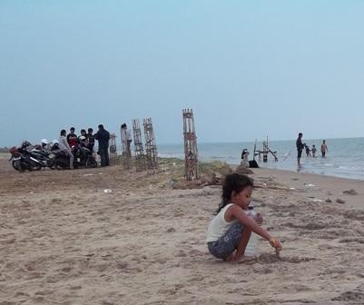 3 Lebaran Pantai Caruban Mulai Dipadati Pengunjung Berita Rembang Lasem