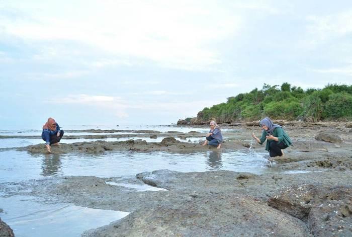 2 Lokasi Pantai Jatisari Sluke Rembang Banyuwangi Hits Bermain Air
