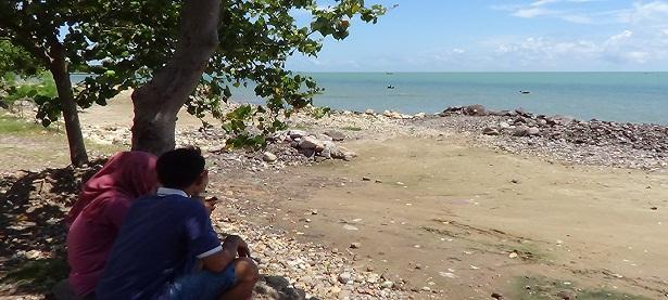 Dibalik Kemolekan Hilangnya Watu Ulo Radio R2b Pantai Jatisari Kab