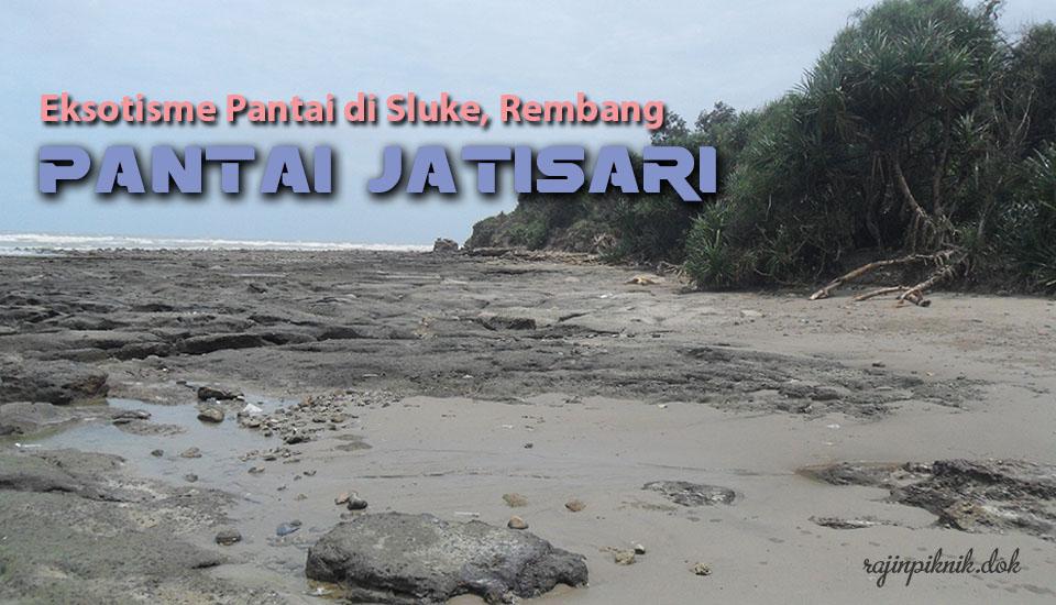 Dominasi Bebatuan Karang Eksotisme Pantai Jatisari Sluke Rembang Kab