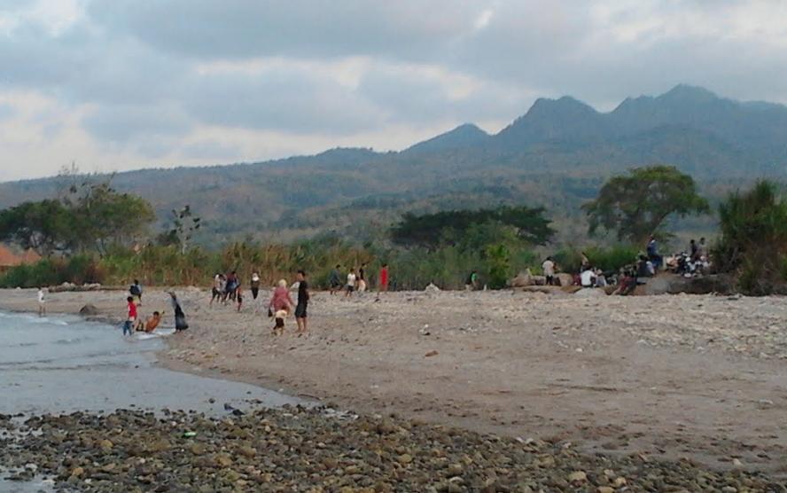 Hamparan Pasir Putih Pantai Jatisari Sluke Rembang Bangkit Kab