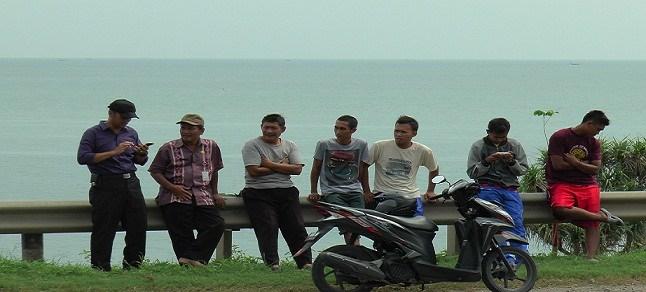 Pantai Rembang Pinggir Pantura Radio R2b Warga Mengobrol Jatisari Kec