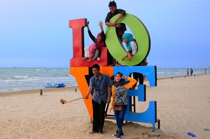 Indahnya Panorama Pantai Karang Jahe Rembang Merahputih Kab