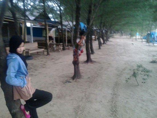 Sejarah Pantai Unik Ulasan Karang Jahe Rembang Kab