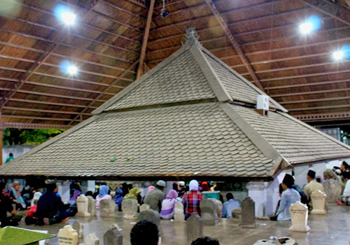 15 Tempat Wisata Tuban Layak Dikunjungi Lokasi Makam Sunan Bonang