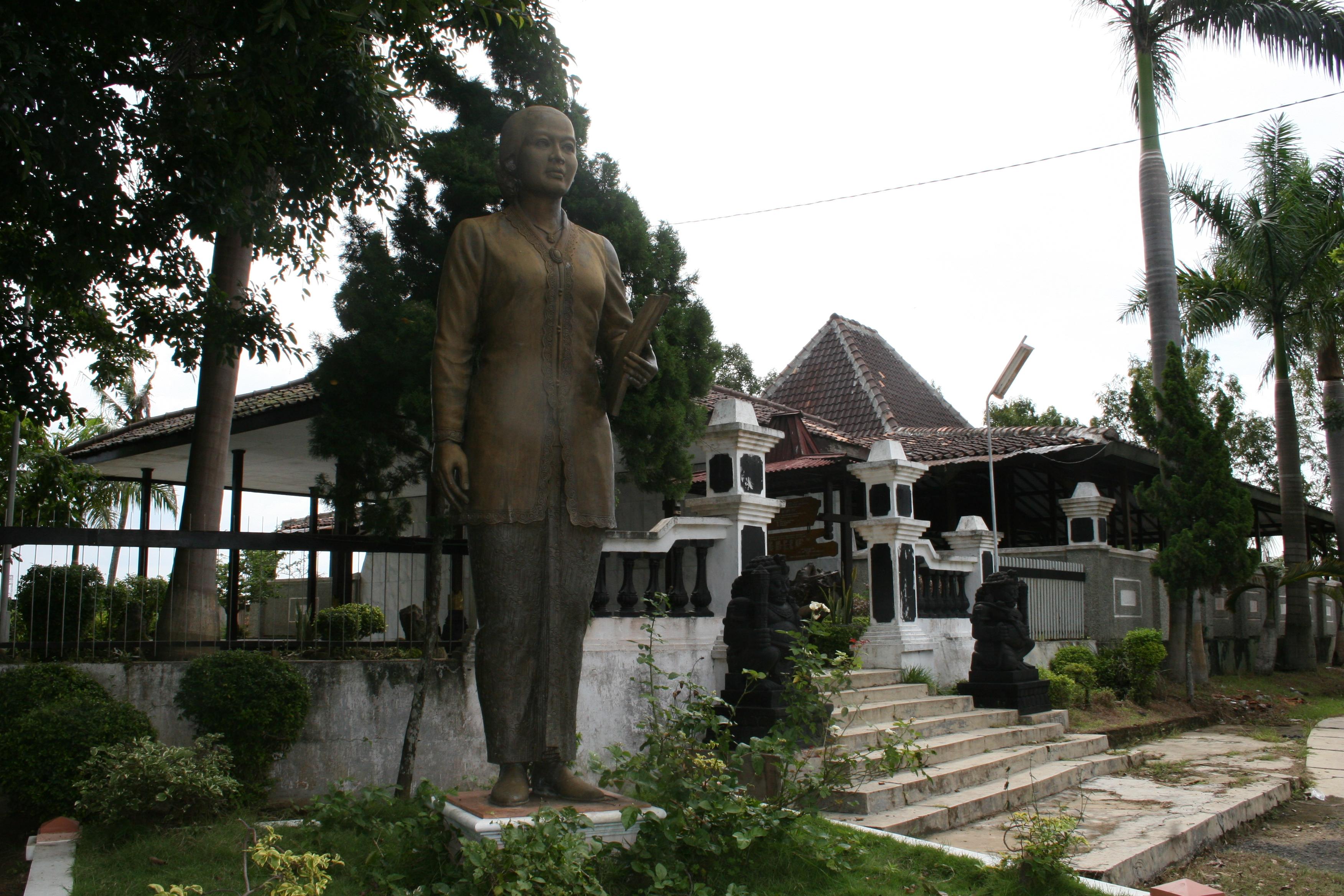 5 Tempat Wisata Religi Rembang Traveling Yuk Image Source Makam