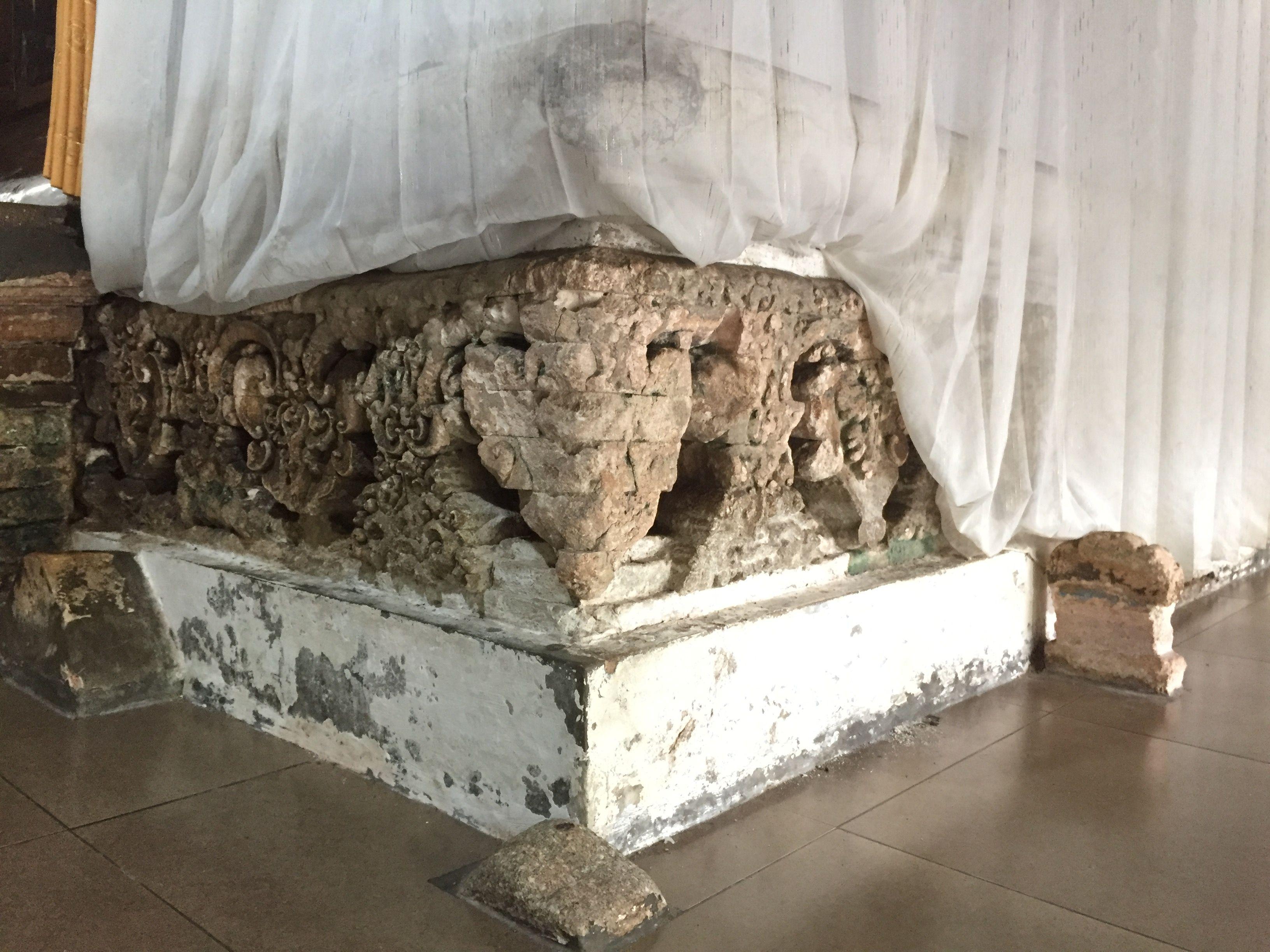Batu Dinding Makam Sunan Bonang Terbuat Putih Berukir Petilasan Kab