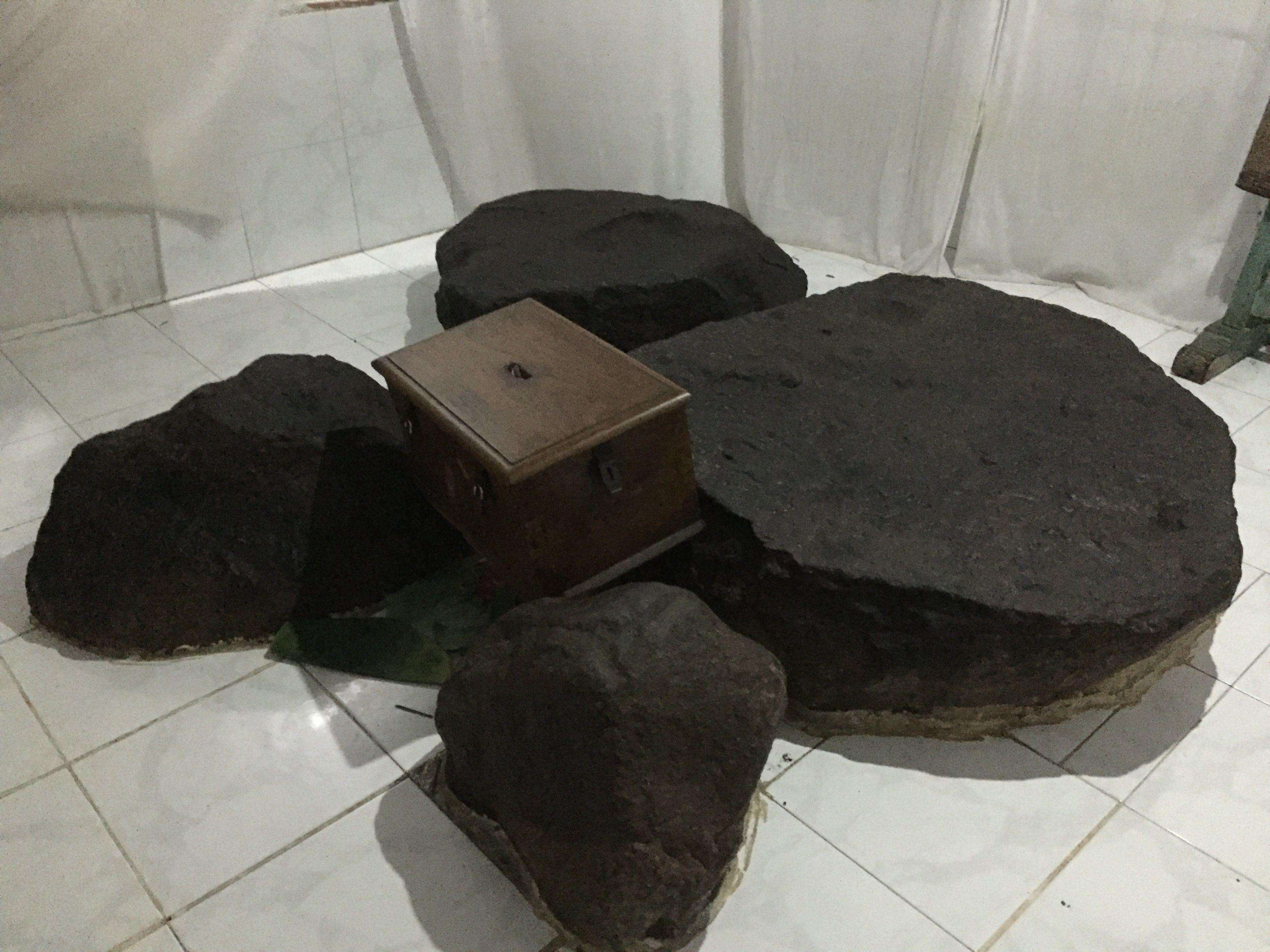 Batu Pasujudan Sunan Bonang Lasem Rembang Petilasan Kab