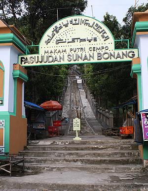 Kabupaten Rembang Dwi Fatma Yunita Bagi Pengunjung Mem Ang Petilasan
