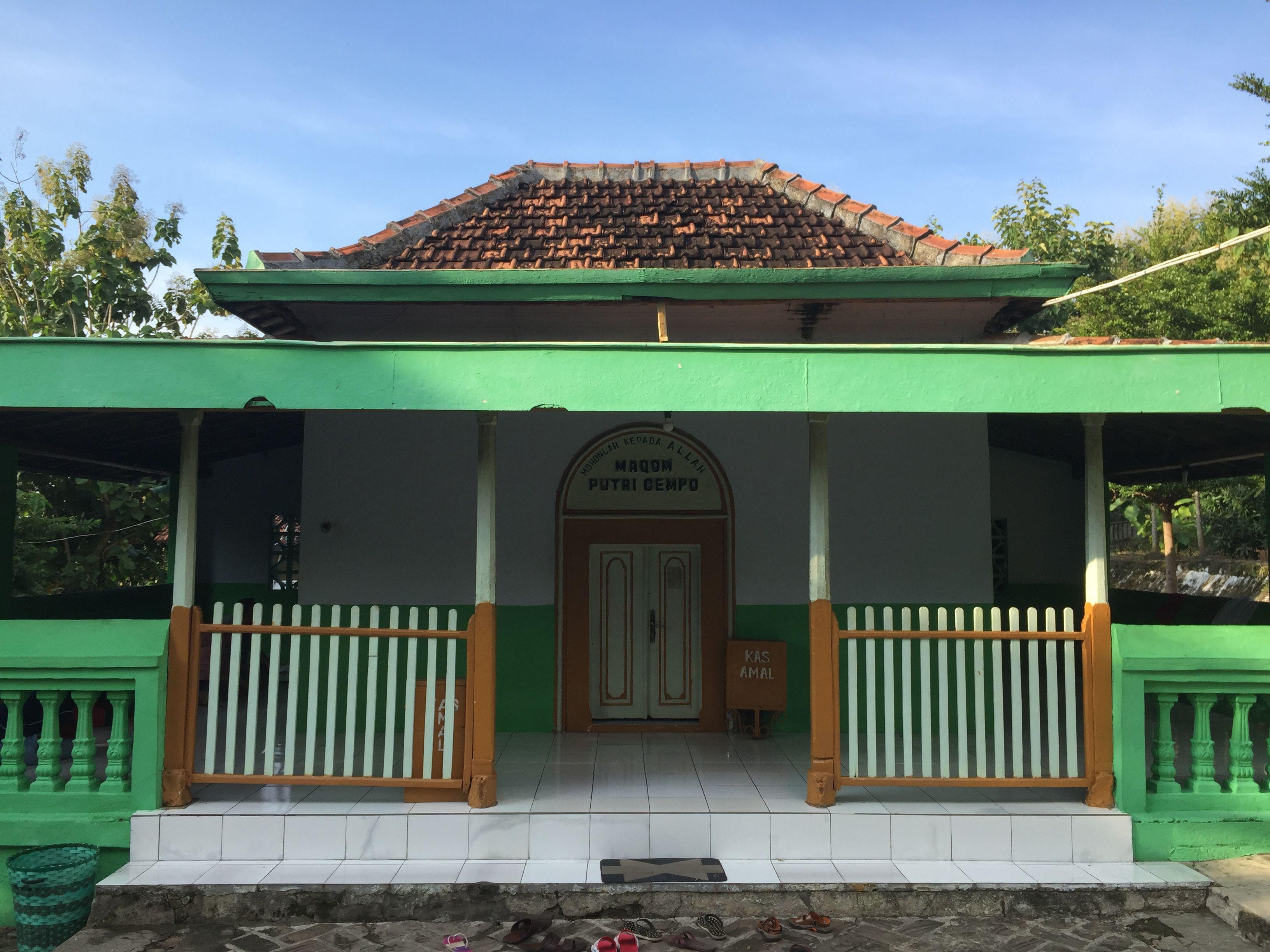 Makam Putri Cempo Situs Pasujudan Sunan Bonang Lasem Rembang Petilasan