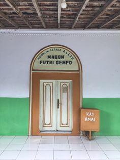 Makam Putri Cempo Situs Pasujudan Sunan Bonang Lasem Rembang Pintu