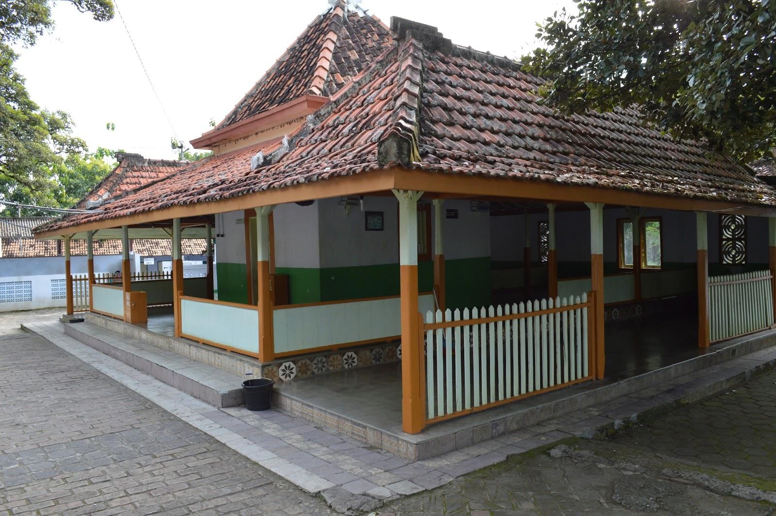 Pasujudan Sunan Bonang Lasem Idsejarah Net Cungkup Petilasan Kab Rembang