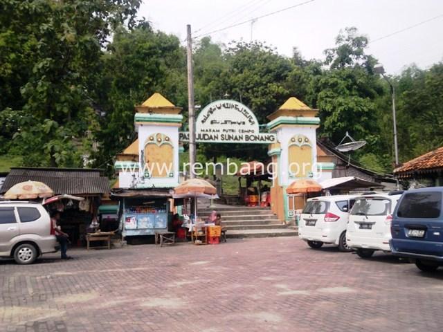 Ziarah Makam Pasujudan Sunan Bonang Lasem Rembang Gerbang Petilasan Kab