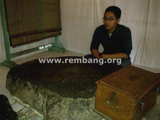 Ziarah Makam Pasujudan Sunan Bonang Lasem Rembang Gerbang Terdapat Salah