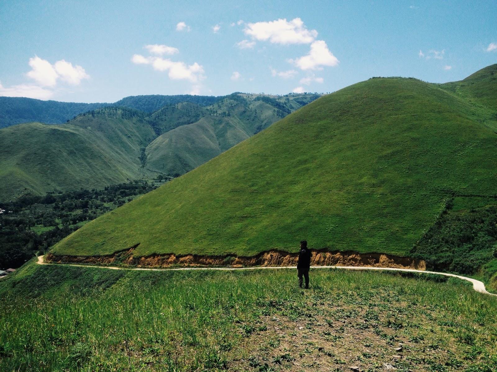 Panorama Bukit Teletubbies Desa Holbung Samosir Danau Toba Sesampainya Diatas