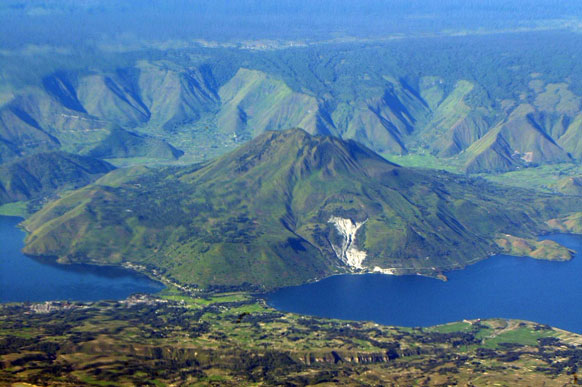 Wisata Budaya Pulau Samosir Salah Satu Obyek Sejarah Puncak Gunung
