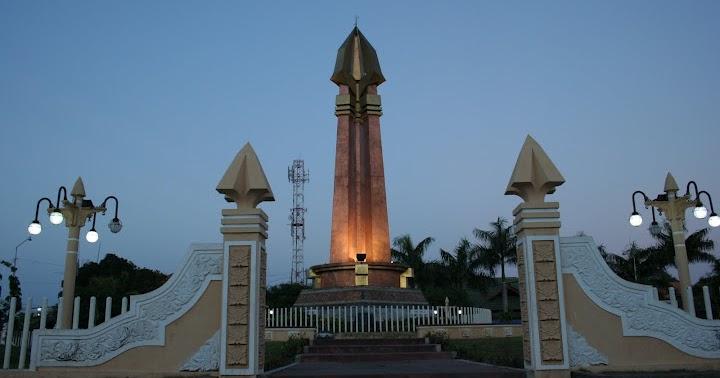 Alloger Monumen Sampang Madura Trunojoyo Kab