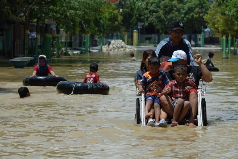Banjir Sampang Ketinggian Air Capai 2 Meter Republika Online Jalan