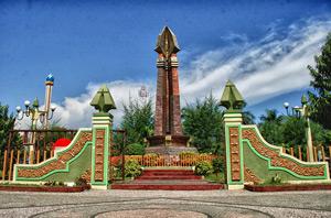 Eka Milana Blogger Zone Kota Kecil Pulau Garam Sampang Monumen