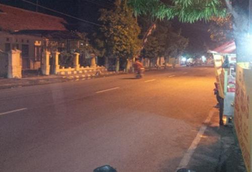 Malam Kota Sampang Sepi Hiburan Rayakan Beritajatim Monumen Trunojoyo Kab