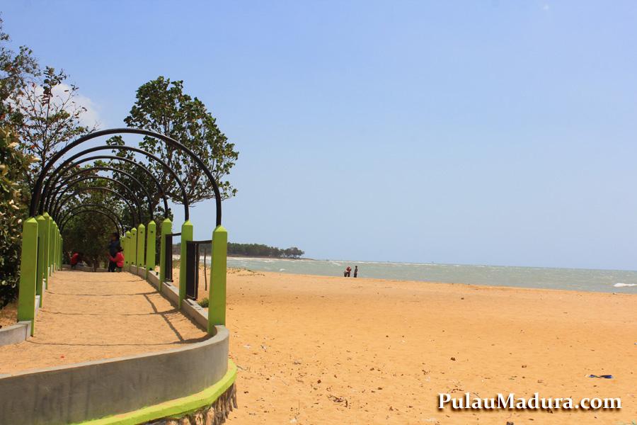 Obyek Wisata Pantai Nepa Kabupaten Sampang Gerbang Pulau Madura Monumen