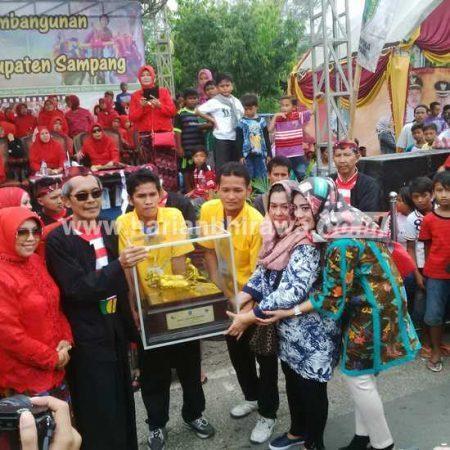 Pawai Seni Budaya Warnai Puncak Hut Kabupaten Sampang 393 Bupati