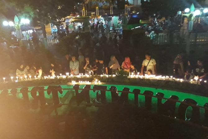 Pengamat Gtt Kecam Penganiayaan Guru Duka Aksi Seribu Lilin Oleh
