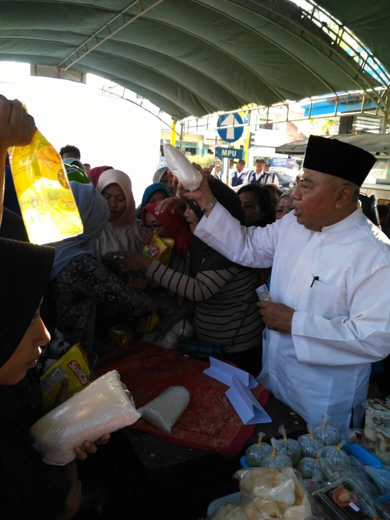Saling Rebutan Sembako Murah Bazar Takjil Sekejap Oleh Tenaga Konsultan