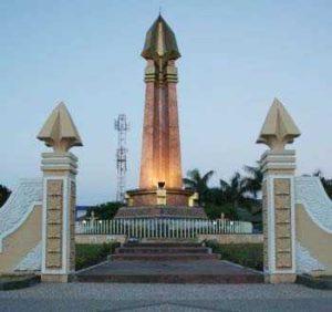 Sejarah Monumen Sampang Wisata Madura Letak Geografisnya Diangap Sebagai Titik