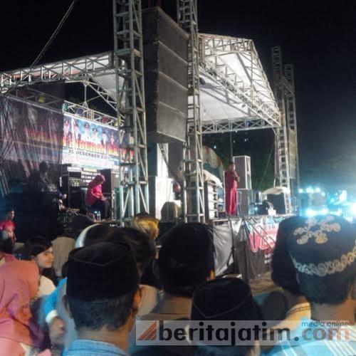 Warga Kaget Panggung Hut Sampang Monumen Trunojoyo Kab
