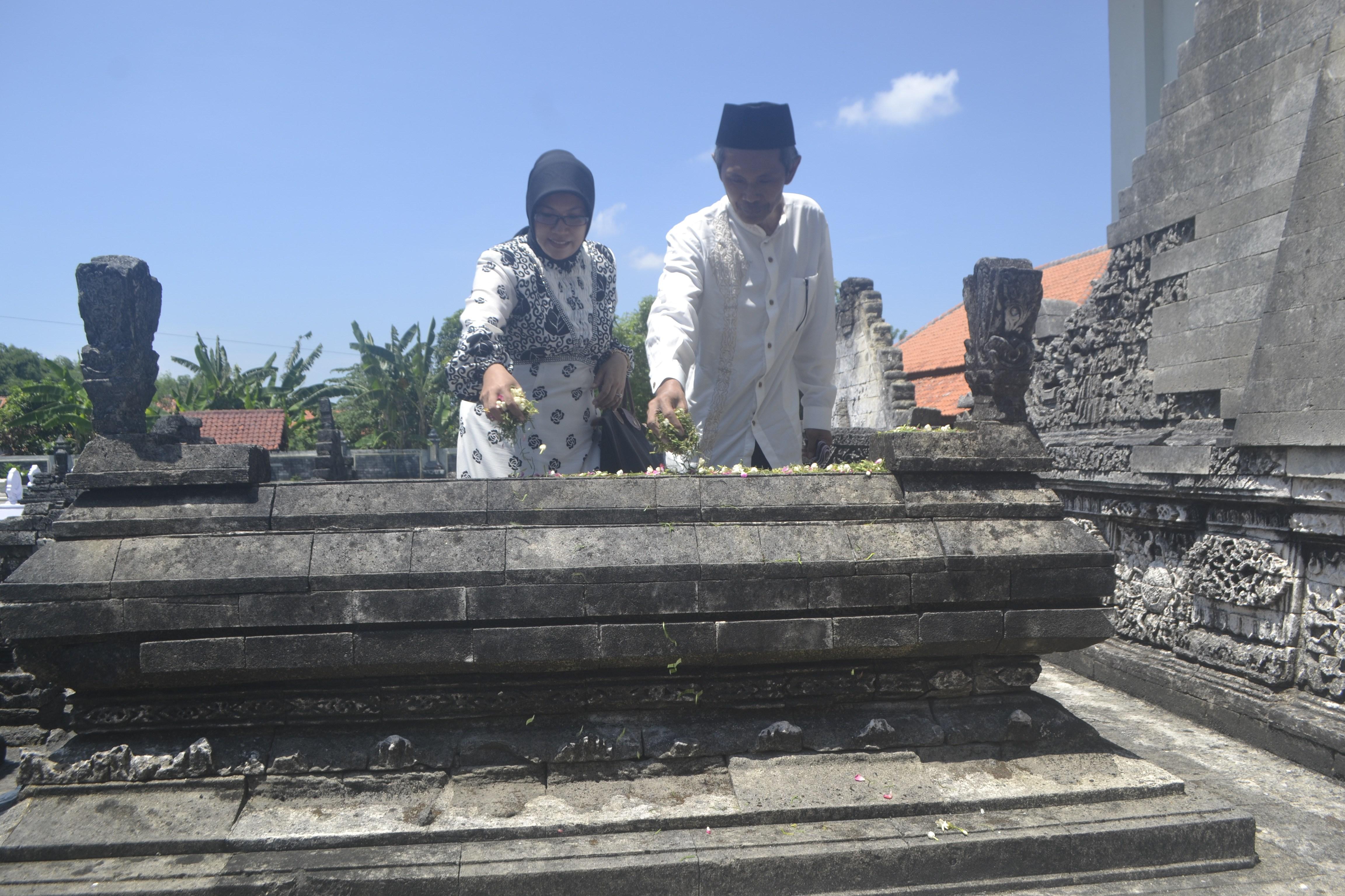 Ziarah Makam Leluhur Rangka Hari Jadi Sampang 393 Monumen Trunojoyo