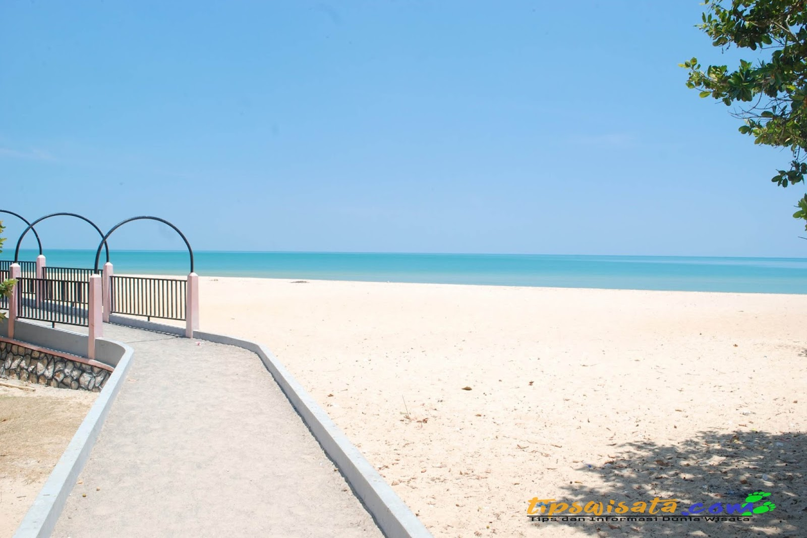 Referensi Tempat Wisata Sampang Madura Menawan Pantai Nepa Camplong Hotel