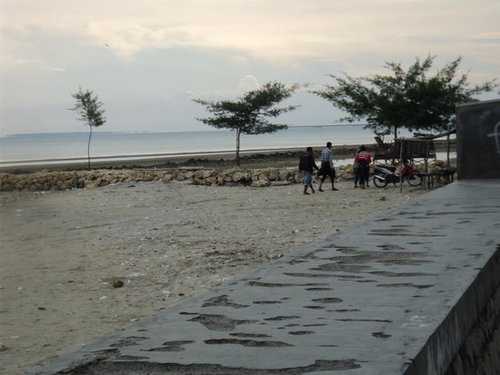 Tempat Wisata Pantai Camplong Dilengkapi Bermain Anak Beach Indah Tampak