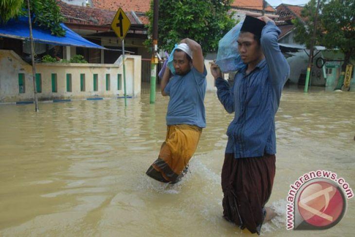Antara News Jawa Timur Arsip Banjir Sampang Sejumlah Santri Berjalan