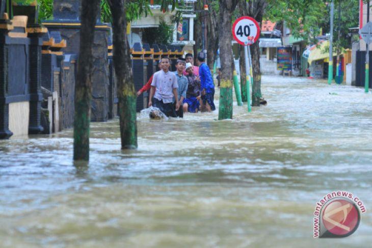 Dua Belas Sekolah Sampang Terdampak Banjir Antara News Aceh Stasiun