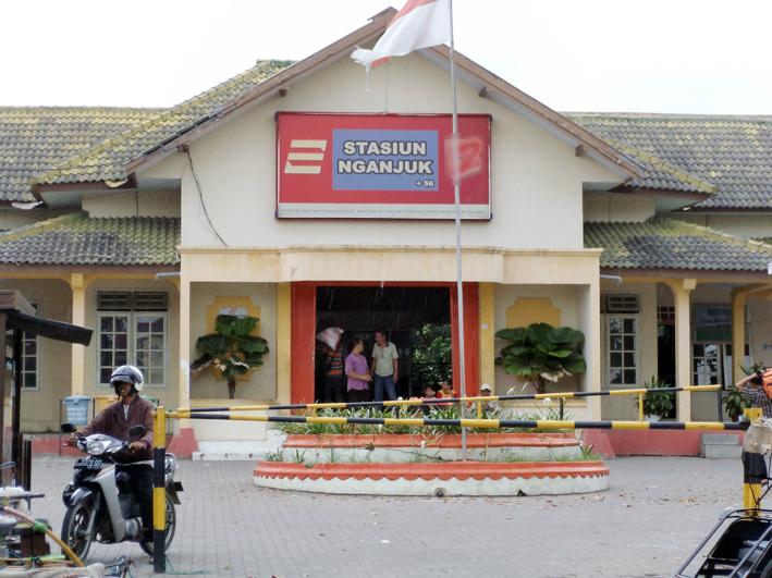 Suara Media Nasional Stasiun Kereta Api Nganjuk Sarang Calo Smn