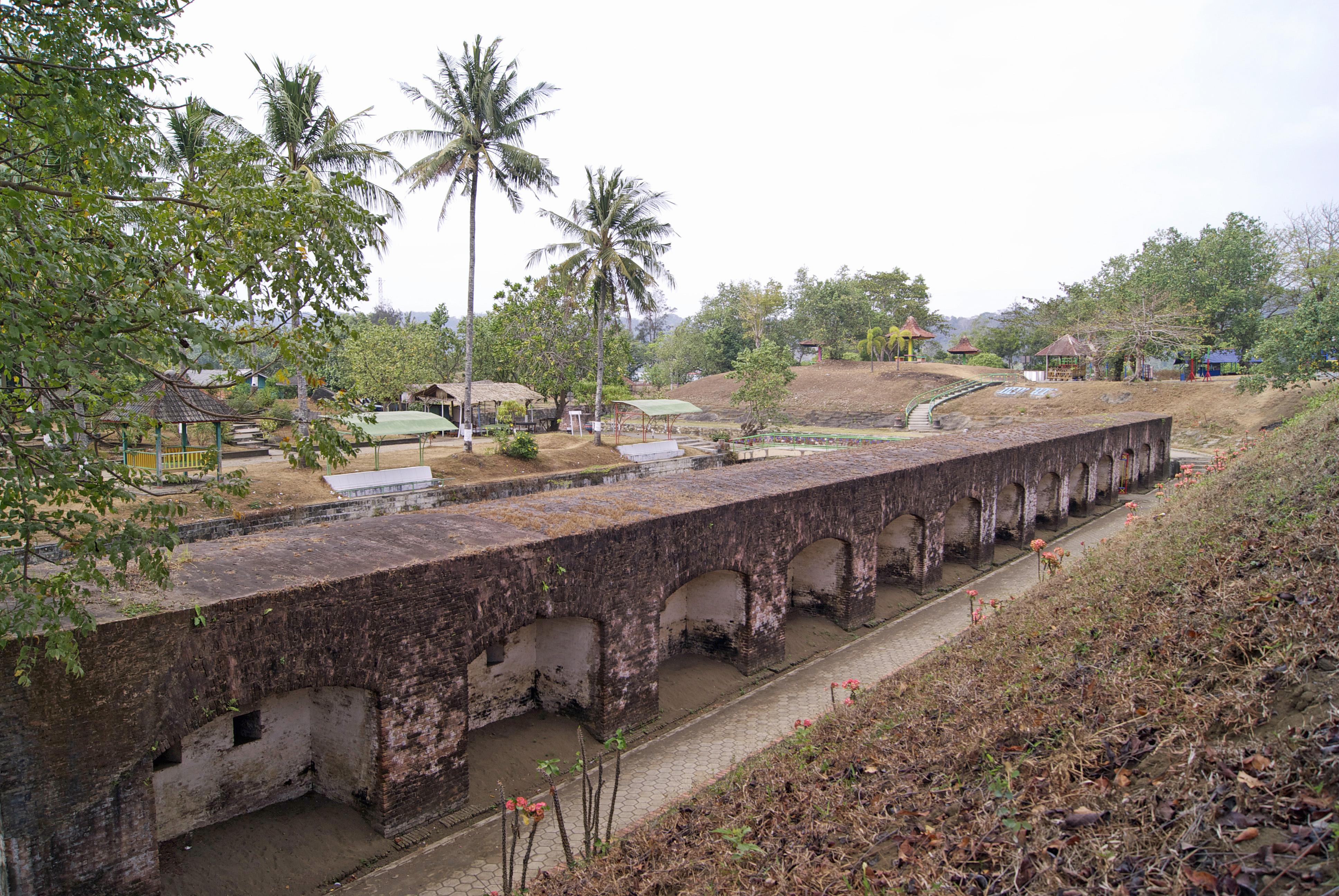 Bukan Belanda 9 Benteng Indonesia Traveling Yuk Pendem Cilacap Image