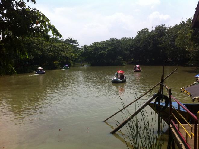 Asyiknya Bermain Bonbin Mangkang Semarang Tugumuda Didalam Terdapat Mini Waterboom