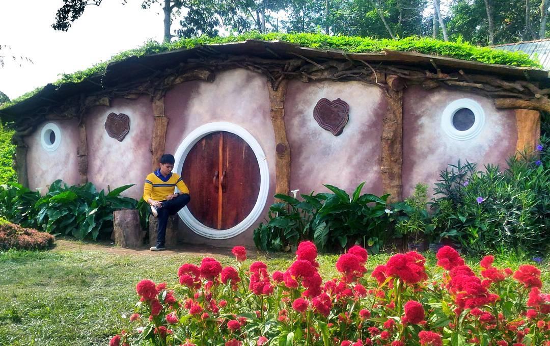 Spot Foto Rumah Hobbit Candi Gedong Songo Bandungan Semarang Kab