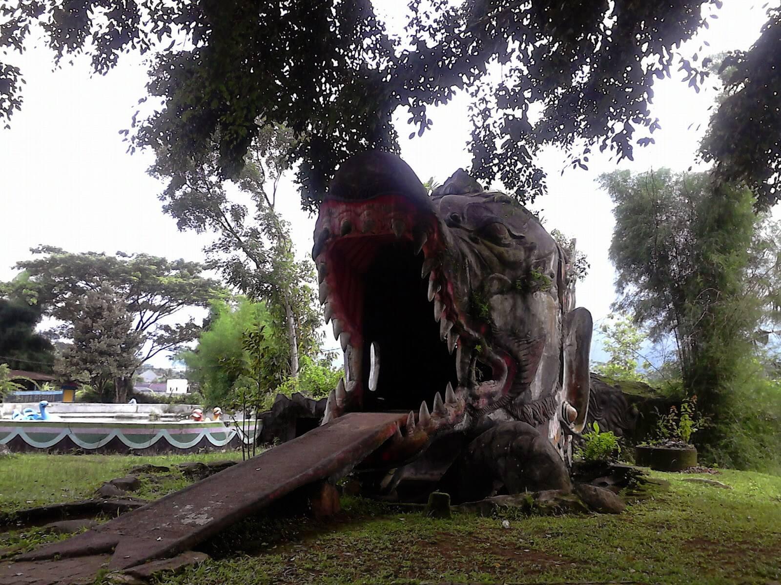 Patung Kepala Naga Semarang Jungle Toon Waterpark Kab