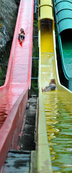 Tentang Water Blaster Indonesia Semarang Boomerang Slider Jungle Toon Waterpark