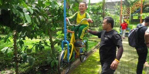 Wisata Anak Kebun Kopi Banaran Pecandukopi Keberaniannya Timbul Setelah Ia