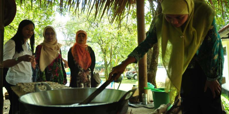 Yuk Lihat Pembuatan Gula Jawa Kampung Kopi Banaran Kompas Kampoeng