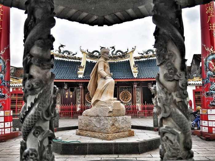 10 Kelenteng Pagoda Indonesia Kental Suasana Orientalnya Klenteng Avalokitesvara Kab