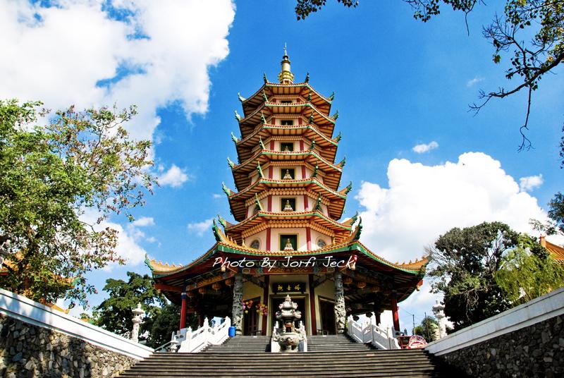 10 Tempat Wisata Semarang Wajib Dikunjungi 8 Pagoda Avalokitesvara Klenteng