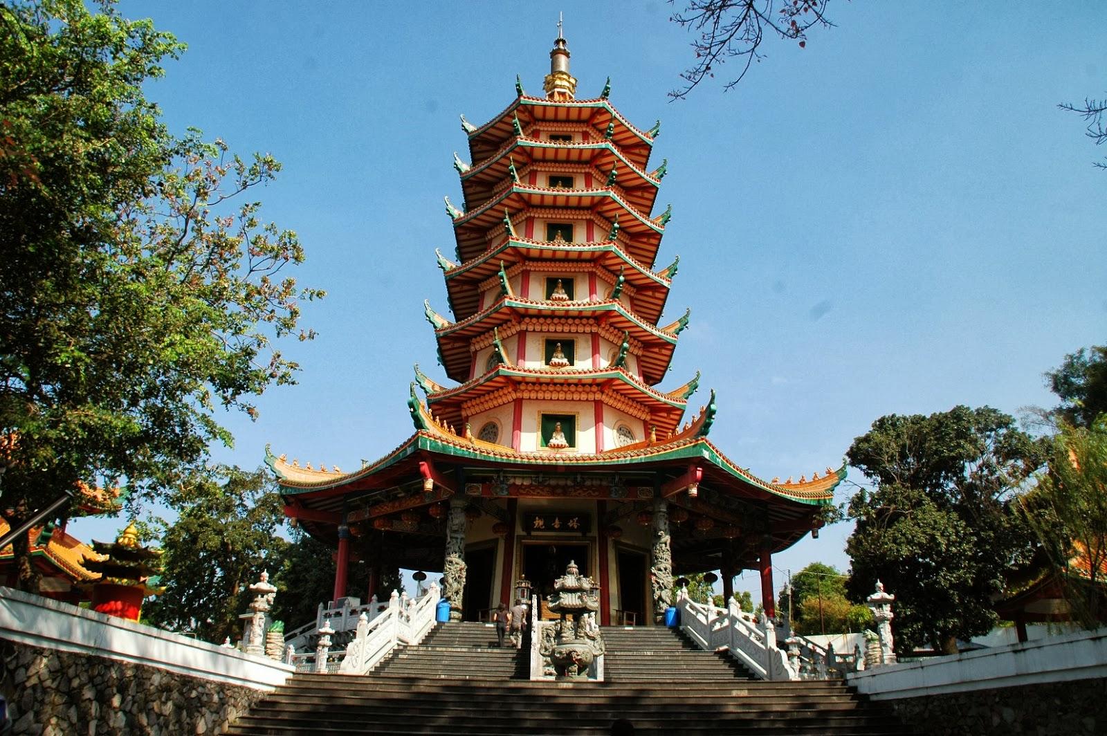 5 Destinasi Wisata Semarang Vihara Buddhagaya Watugong Klenteng Avalokitesvara Kab