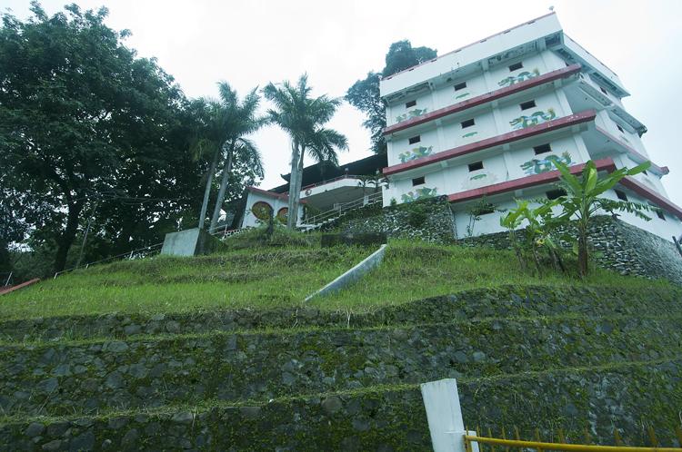 Ajaran Welas Asih Vihara Gunung Kalong Kampung Ide Tampak Depan